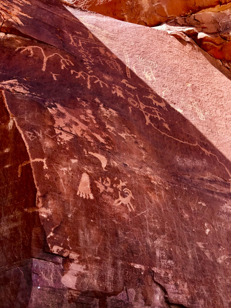 Atlatl-Rock-Petroglyphs-Valley-of-Fire-Nevada